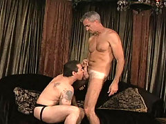 Hot Dilf fucks that beefy tatooed dude on the couch ! daddy gay movies