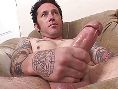 Tattooed musician Johnny Starr has a dirty gullet and mind to match. This chab finds lots of pussy on MySpace for his vast meat. Johnny W uses his gullet pussy on it to completion. daddy gay movies