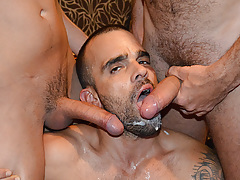 Yearn Bang stars Damien Crosse and 4 Hung and Uncut champs in an incredible gangbang/bukkake scene. Watch as each of the boys makes love and blasts his load in Damien's mouth!